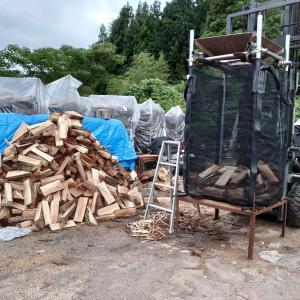 火曜日は夕方から薪の仕事