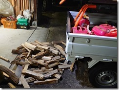 キャンプ用薪を割り直した