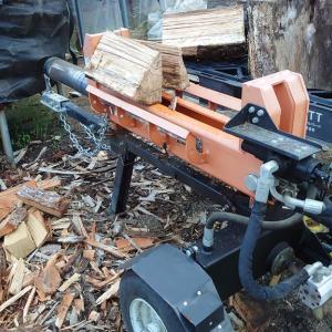月曜日、ウッドデッキ改修工事と夕方から薪割り