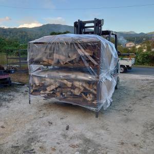 土曜日はキャンプ用薪が売り切れました。