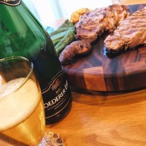 お肉ちゃんに、ロデレール・エステートのスパークリングワインで宴じゃ〜。
