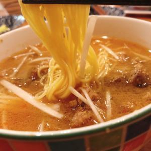 お料理ボーイ作。見た目は味噌ラーメン、中身は激辛担々麺。