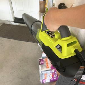 ガレージが臭かったので、ブ〜ンを買いました。ブ~ンを。
