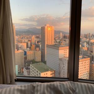 今日の【ホテルマイステイズプレミア札幌パーク】25Fからの朝焼け~午前4時くらいかな~♡