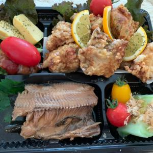 お客様への差入れ弁当㊵鳥の唐揚げ(ザンギ)&ホッケの煮付け&玉子焼き&白菜のお浸し 弁当の詰め方