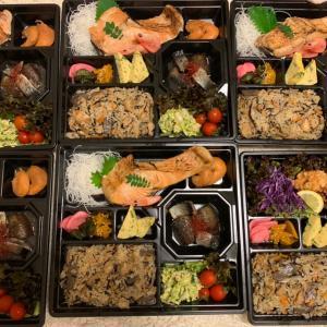 お客様への差入れ弁当㊶鮭の塩焼&ホタテの子煮&茄子と身欠きの炊いたん&五目御飯&白菜サラダ他
