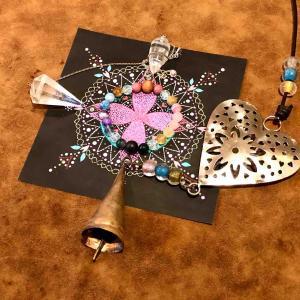 3/12山梨県甲斐市でコラボするふたりが屋久杉富士溶岩ブレスレットとさくらマンダラで作った祭壇を