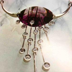 父が生前ベルントムーンシュタイナー氏のアメジストで作ったネックレスを