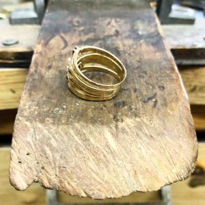 知らない職人さんが作ったリングのサイズ直しがいちばん難しい