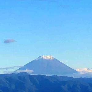 初冠雪した富士山が現れました