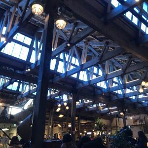 工場を改装したカフェ、「ジョヤンバンジク」