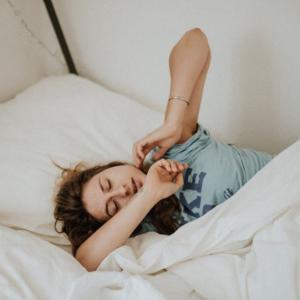 背骨の健康を害する睡眠姿勢