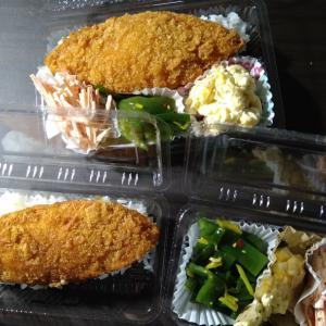 巨大白身魚のフライ弁当