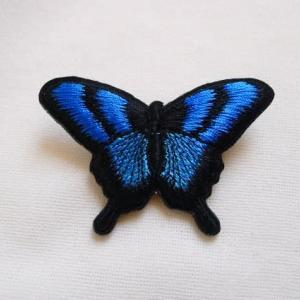 刺繍の蝶など
