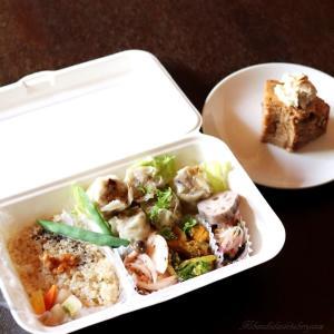 玄米菜食弁当とキャロットケーキ