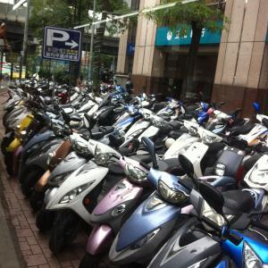 taipei 台北のお隣、中和の歩道