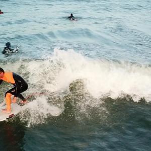 サーフィン初心者でも小波でも上手く乗るためには?