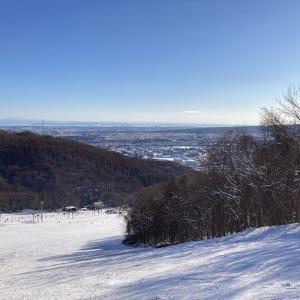 今年の初スキーは藻岩山スキー場で!!! 雪が少なく利用できるコースがまだ少ない!!!