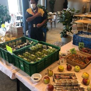 企業の販売会へ果物をお持ちしました