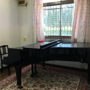 グランドピアノ、新たな練習場所!