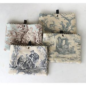 トワル・ド・ジュイのビーズ刺繍ポーチ