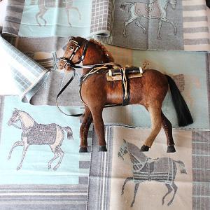 今月は乗馬モチーフの作品を作ります