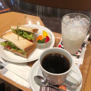 映画鑑賞前に桜木町のカフェで軽くランチ