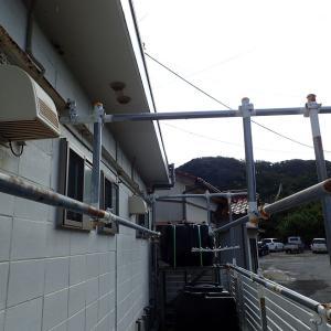 器材干し場に屋根を取り付けました。