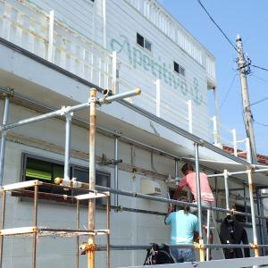 器材干し場の屋根を延長しました。