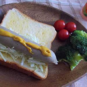 ◆パンでウインナーを挟むだけ
