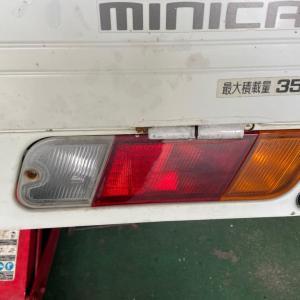 シフトレバーを「R」に入れると???~三菱 ミニキャブトラック~