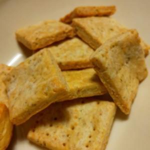 きのうのおつまみ  チーズとポピーシードのビスケット