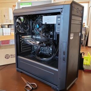 パソコン組み立て中です