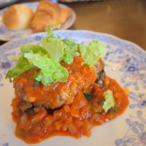 チーズとトマトデュクセルソースの和牛ハンバーグ:カフェ・ド・アミィ(五所川原市)