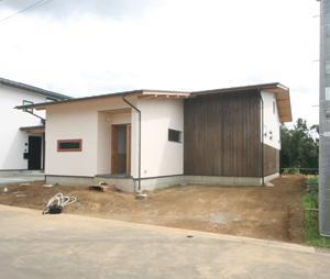 緑と景色を楽しむ自然素材の平屋の家 完成見学会