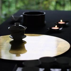 中秋節の茶席〜蓋碗の影が映える月