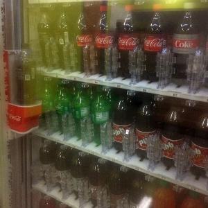 なぜか故障が多いコーラ自動販売機