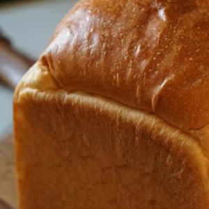 山食パンとカンパーニュ