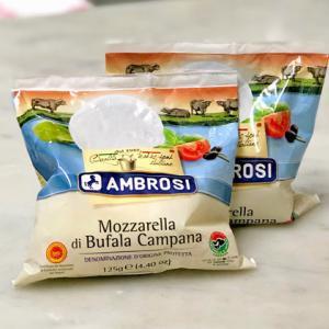 水牛のモッツァレラチーズとサンダニエッレの生ハム、お持ち帰りできます~♪