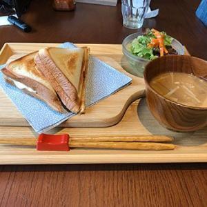 サンドイッチと味噌汁のミスマッチセット