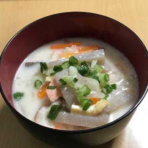 京都風粕汁は豚肉が入るなんて、半世紀京都に住んでいて知らなかった・・・。