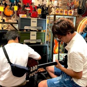 生徒さんとギター買いに行きました(67本目)