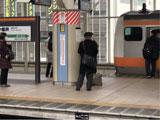 【画像】 中央線・三鷹駅で人身事故 「目の前で人死んでる」「悲鳴が聞こえた」 緊急車両集結で騒然