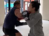 【動画】 格闘家が100キロ越えのボディービルダーとスパーリングした結果ww