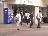 【動画】 「胸の感触が良く」 駅構内で女性に次々と体当たりした男を逮捕 そのご尊顔が公開される