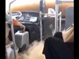 【動画】 洪水で車内も激しく浸水、それでも走り続ける中国のバスがヤバすぎるとネット衝撃ww 「アトラクションかww」