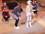 【動画】 純烈・酒井一圭、イベントでガオホワイトの尻を触るセクハラ行為で炎上