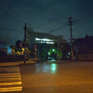 那覇合同庁舎前から、明石蛸三郎です。今宵も気象庁は2フロア体制です #台風6号