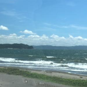 お昼の富津の波、台風の行方。