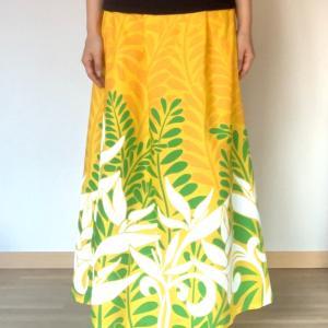 ハワイアン柄スカート